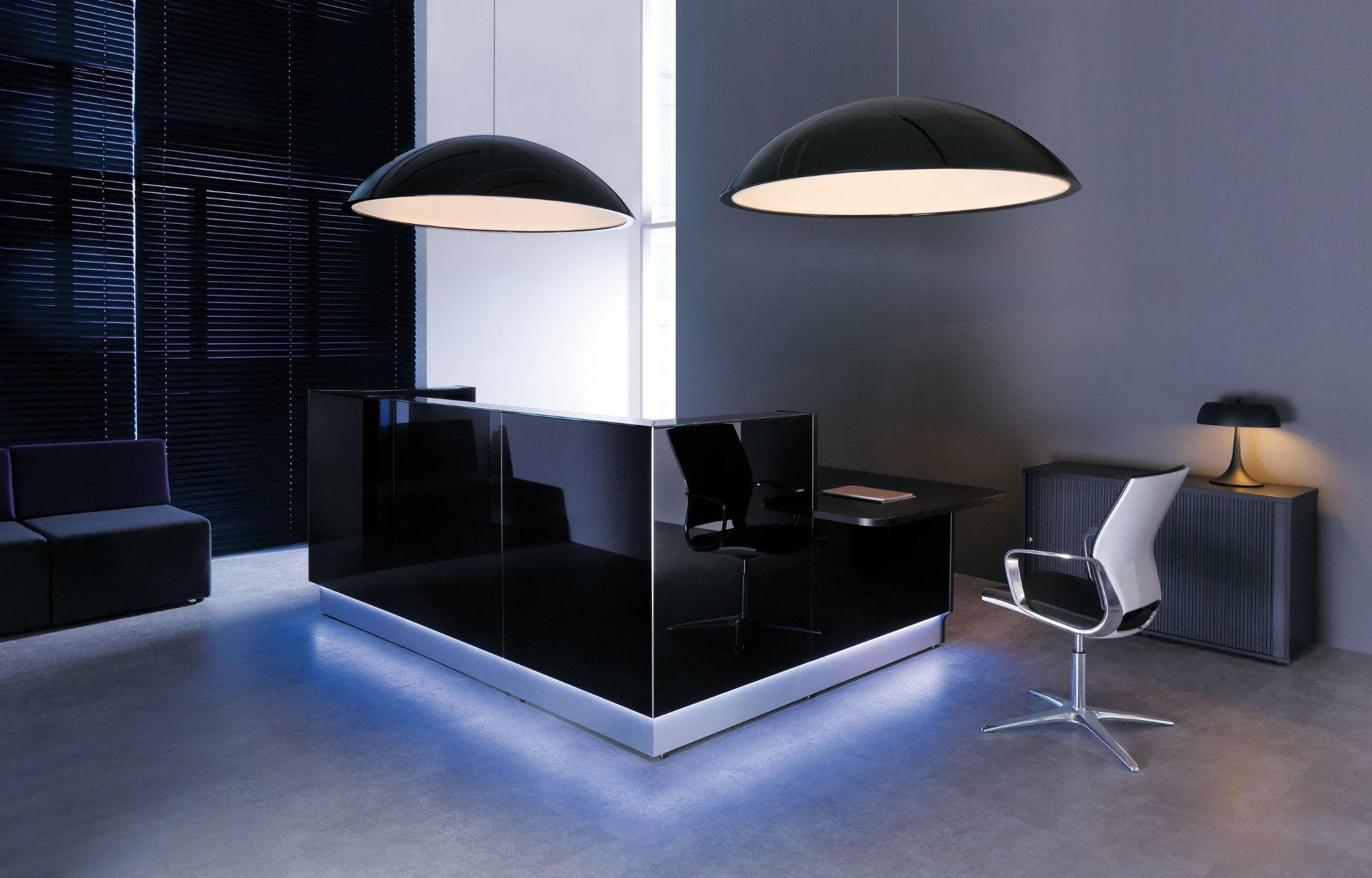 empfangstheken-arztpraxis-glastheken-schwarz-beleuchtung