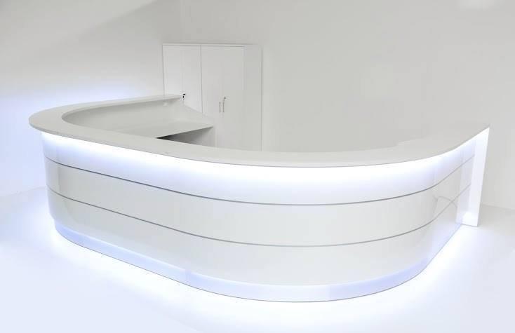 empfangstheken-referenzen-Weiße-Empfangstheke-in-Berlin-mit-LED
