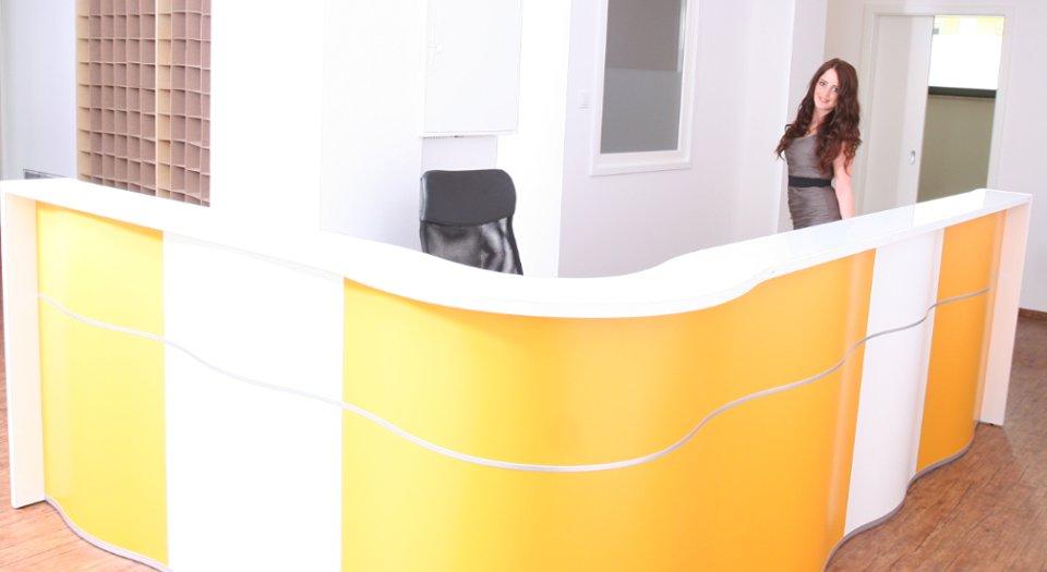 empfangstheken-referenzen-praxis-theke-orange