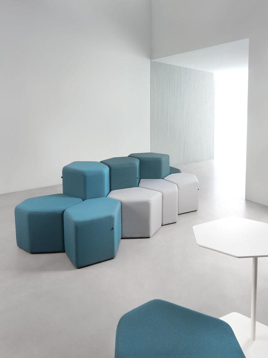 empfangstheken-sitzmoebel-lounge-museum-lila-turkis-weis