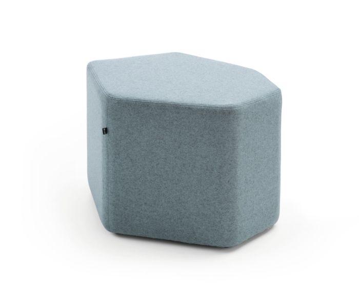 empfangstheken-sitzmoebel-lounge-museum-hellblau-front