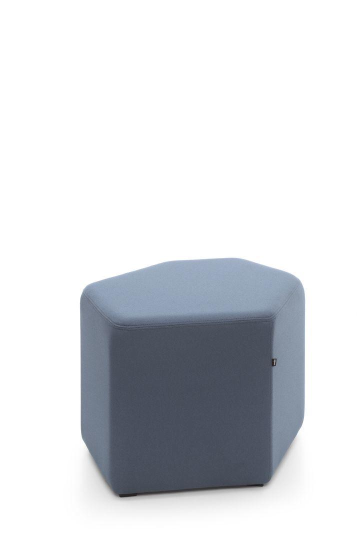 empfangstheken-sitzmoebel-lounge-museum-hellblau