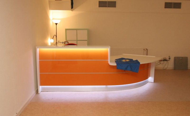 empfangstheken hochglanz orange empfangstheke beleuchtung