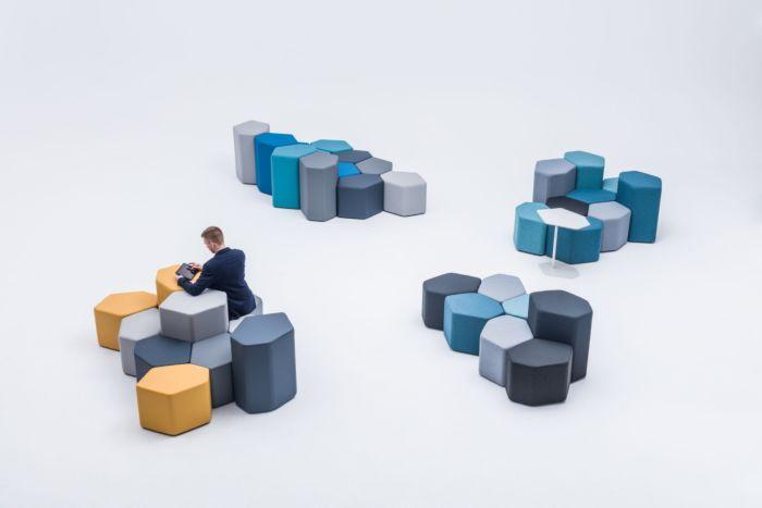 empfangstheken-sitzmoebel-lounge-museum-hellblau-gelb-top